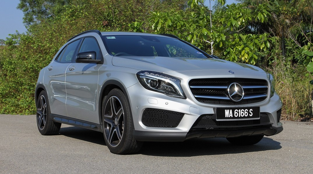 review and video of the mercedes benz gla 250. Black Bedroom Furniture Sets. Home Design Ideas