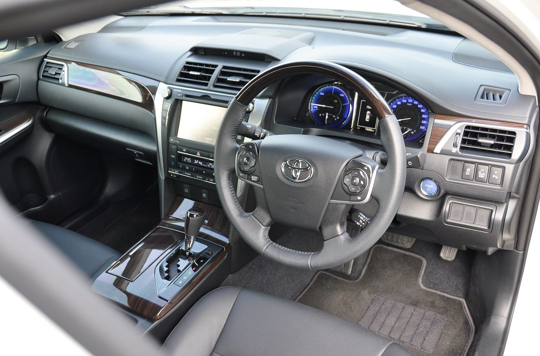 Review of the new Toyota Camry Hybrid by Countersteer Malaysia
