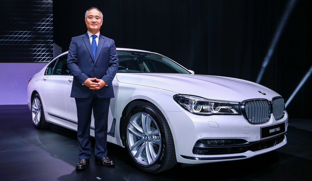 BMW 7 Series Inspired Pricing Gadgetry